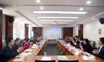 """为""""文本的意义之源""""国际学术研讨会提供同传口译"""